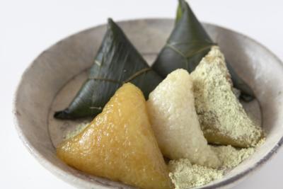 2色の笹巻き食べ比べと山菜