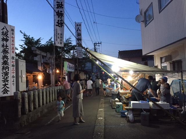 八坂神社の参道に並ぶ屋台。